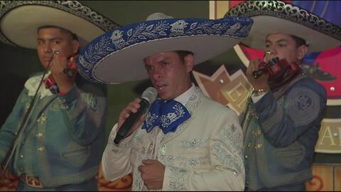 Joven de Chicago canta igualito a Vicente Fernández