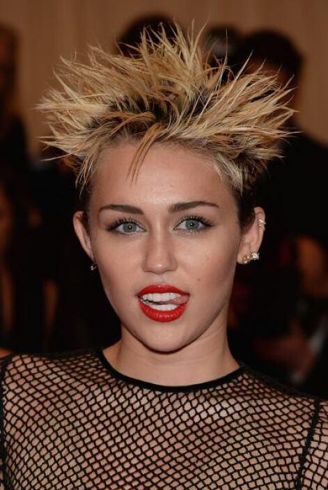 Miley, dinos de qué presumes con tu rubia cabellera y nosotros te diremo...