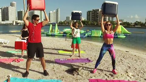 No hay excusas: Claudia Molina nos pone en forma también en la playa