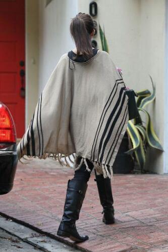 Ahora que si los abrigos no son lo tuyo, quizá una capa te venga bien.