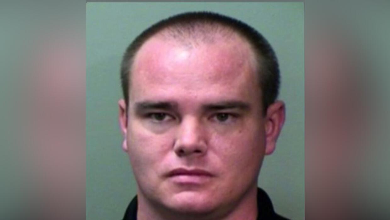 Carey Joseph Heath, un maestro de secundaria en Texas, fue arrestado y e...