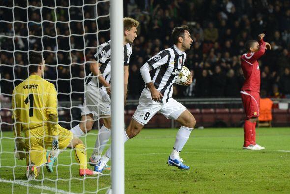 Pero el delantero Mirko Vucinic firmó el empate definitivo 1-1 a nueves...