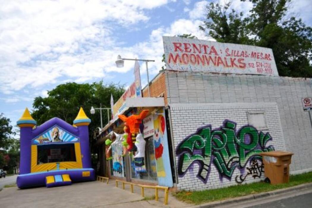 Otro establecimiento de alquiler de juegos inflables y venta de piñatas...