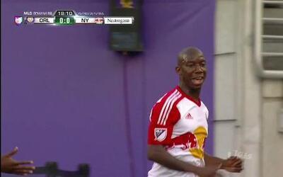 Goooolll!! Bradley Wright-Phillips mete el balón y marca para New York R...