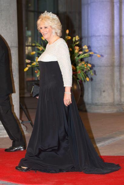 Aquí una vez más la Duquesa de Cornwall portando este acce...