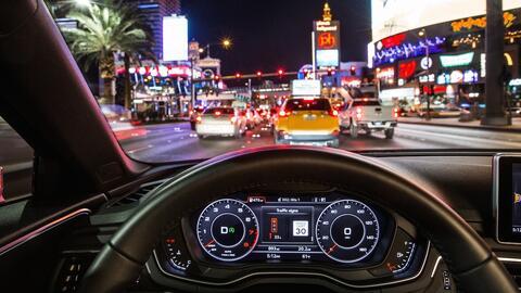 Los instrumentos de este Audi A4 le indican al conductor que aún faltan...