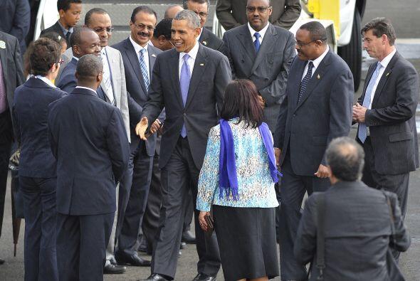 El presidente de EEUU saluda a funcionarios del gobierno de Etiopía, a s...