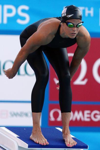 4 Dara Torres: Es la primera nadadora estadounidense en competir en cinc...