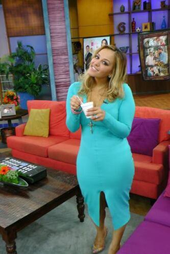 Rosie lució espectacular con un vestido turquesa que resaltaba su gran f...