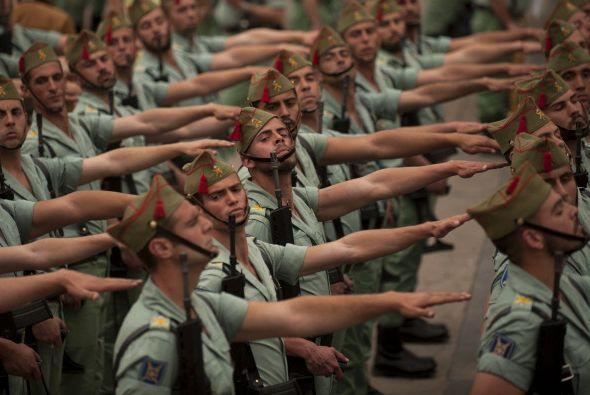 ¿Estos hombres pertenecen al Ejército de alguna nación?