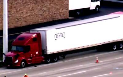 Conductor de camión herido en tiroteo que logró estacionarse en la Inter...