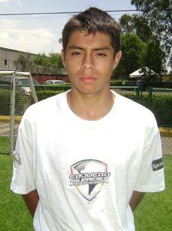 Jessie Medina es la estrella del equipo de su escuela. El fútbol...