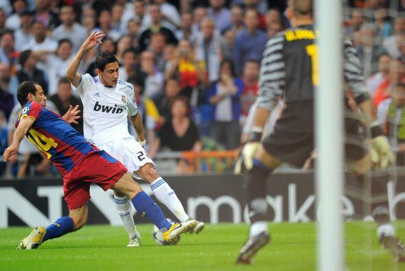 El Real Madrid no atacó mucho en la primera mitad. Di María  fue detenid...