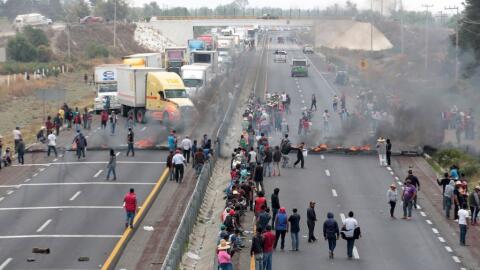 Protestas en Palmarito, México, al día siguiente de un mortal enfrentami...