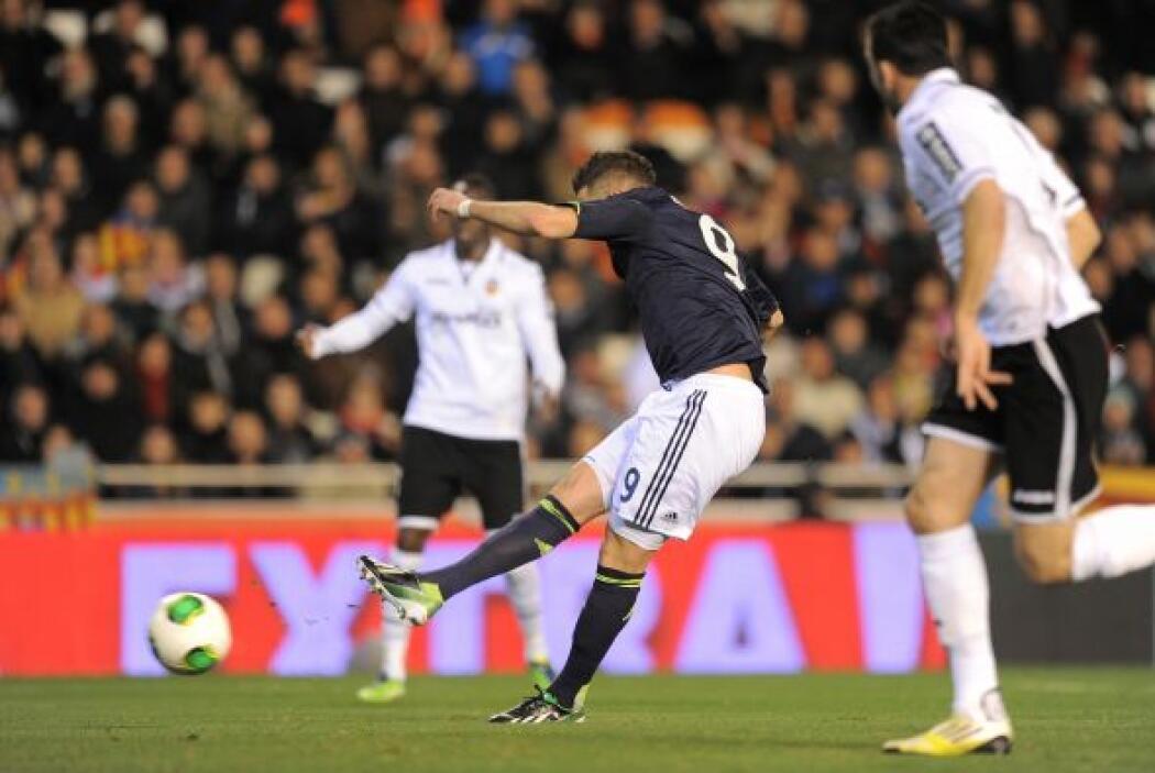 Benzema aprovechó un servicio de Xabi Alonso para anotar con un remate d...