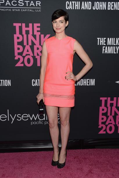 Celebridades como Anne Hathaway asistieron e incluso vistieron de color...