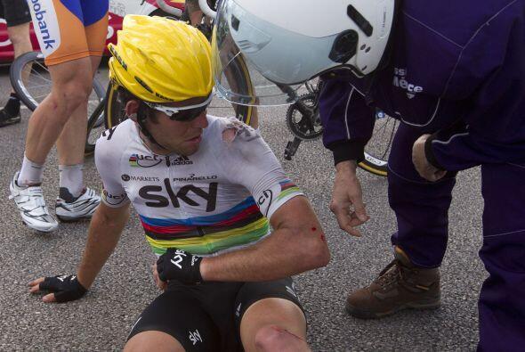 Cavendish llegó a ritmo de paseo, lleno de rasguños y cara...