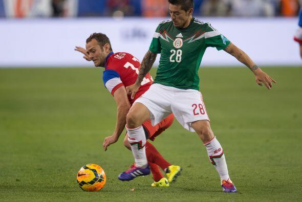 A Rogelio Chávez también le pesó portar la verde en este partido pues se...
