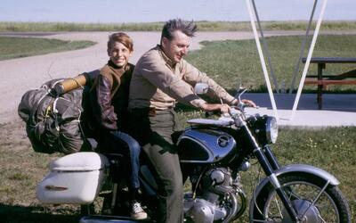 Robert Pirsig y su hijo Chris en 1968