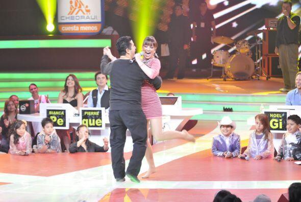 La cantante muestra al público su talento como bailarina.