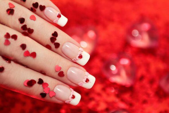 Amor total. Contagia tu cariño ¡también con tus uñas! ¿Cómo? Adhiéreles...
