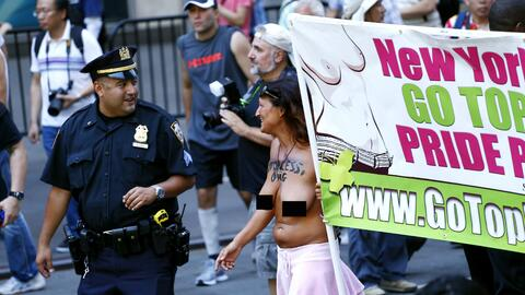 La manifestación recorrió la calle 58 oeste, custodiada por el NYPD.