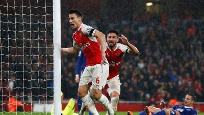 Koscielny y Giroud anotaron los goles del Arsenal