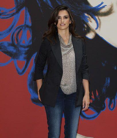 Casual chicEsta actriz española ha hecho de la ropa casual su gra...