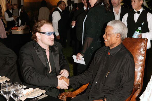 """Bono siguió: """"Mandela puso a su familia, su país, su vida en peligro, y..."""