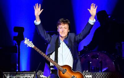 Paul McCartney durante un concierto en Fresno, California