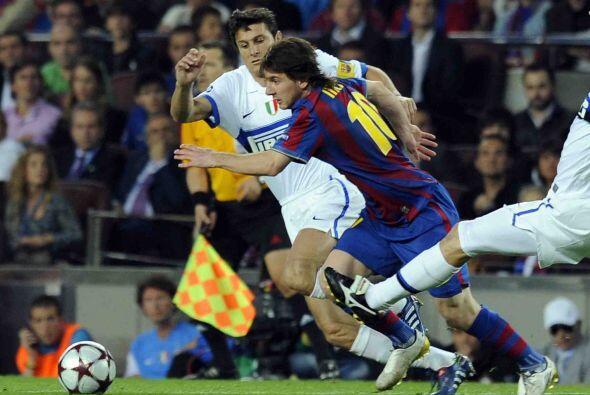 Lionel Messi apenas destacó con un gran disparo que desvió el arquero Ju...