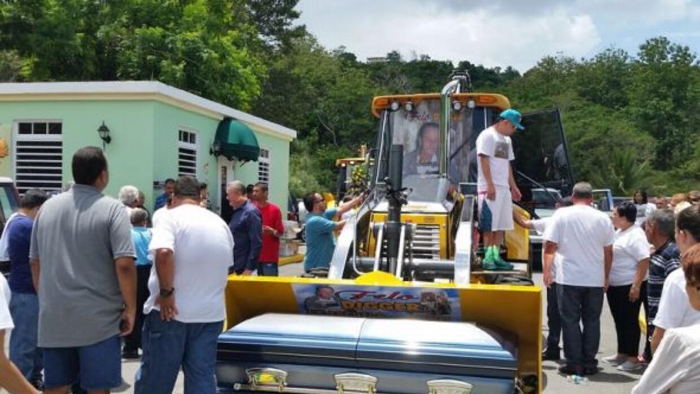 El cuerpo de un trabajador de equipamiento pesado fue velado y paseado s...