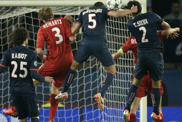 También con remate de cabeza, el PSG ponía las cosas 1-1 con el gol de M...