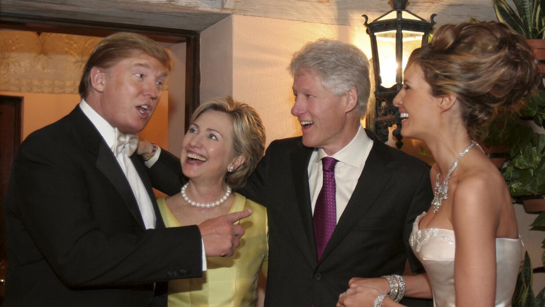 Donald Trump, Hillary Clinton, Bill Clinton y Melania Trump durante la b...