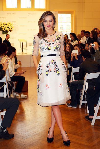 Por supuesto, puedes usar un vestido blanco con aplicaciones como el de...