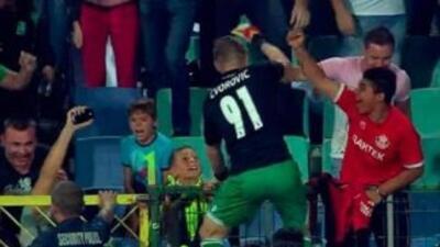 Cosmin Moti festejando el triunfo de su equipo Ludorets sobre el Steaua....