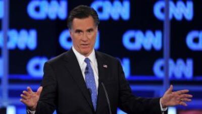 Según una encuesta, Mitt Romney aventaja a Newt Gingrich, previo a las e...