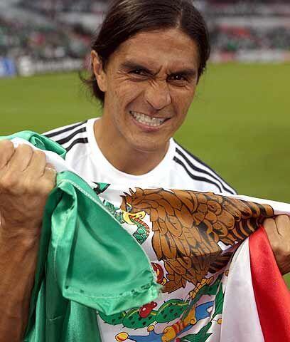 El fútbol honra a la historia de MéxicoDespués de un poco más de un mes...