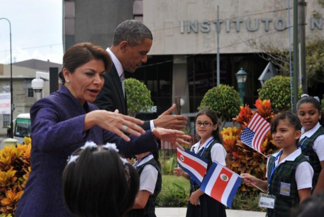 """""""Bravo, muy bien"""", dijo Obama en español mientras el grupo formado por u..."""