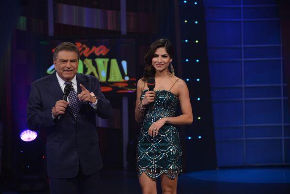 Don Francisco, junto a la guapísima Alejandra Espinoza están felices de...