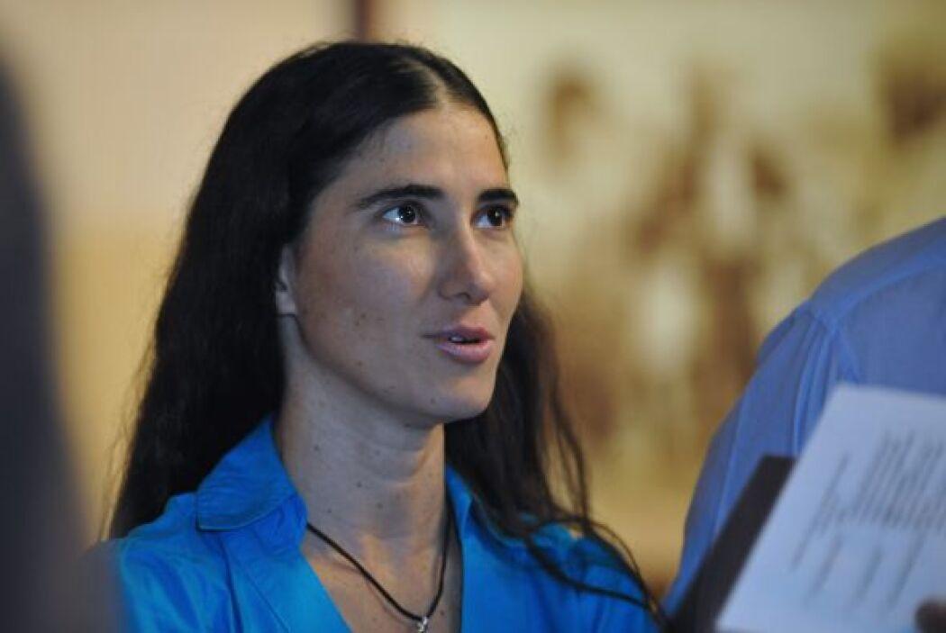 La bloguera crítica cubana Yoani Sánchez y el disidente Guillermo Fariña...
