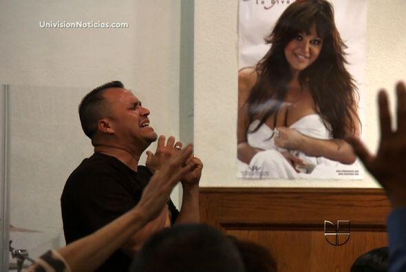 Uno de sus cinco hermanos, el pastor Pedro Rivera Jr., hace presentaci&o...