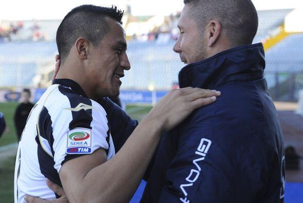 Udinese recibió al Catania, donde se saludaron Alexis Sánchez, del cuadr...