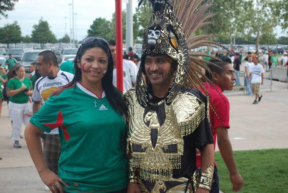Aquí un guerrero azteca, como los que pelean en la cancha en busca del gol.