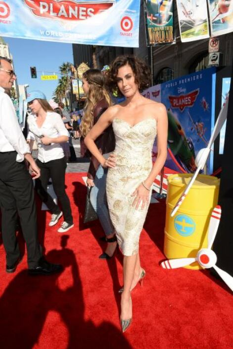 Deslumbrante es la mejor palabra que definió a Teri Hatcher. Un vestido...