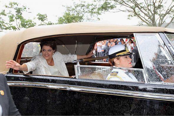 Tras su juramento presidencial, Rousseff trazó las grandes l&iacu...