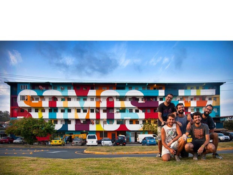 Este mural del colectivo de arte callejero Boa Mistura está en la...