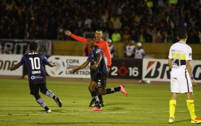 Bryan Cabezas festeja su gol ante el Boca Juniors.