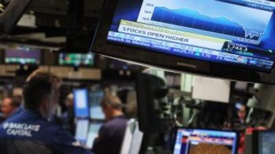 A media jornada el índice Dow Jones crecía 113 unidades (1%) para ubicar...