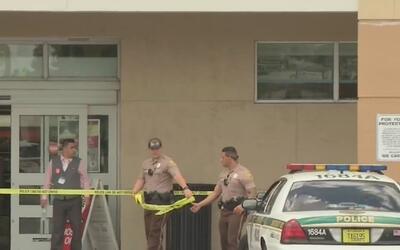 Buscan a un hombre sospechoso de robar a mano armada un Walgreens en Wes...
